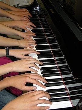 ruke-na-klaviru